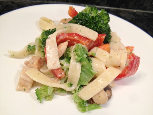 spicy michelina's alfredo with chicken and veggies serving