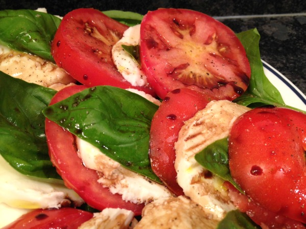 close-up-caprese-salad