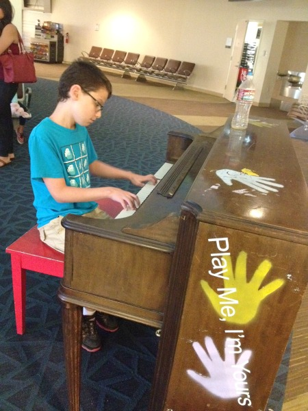 airport-piano