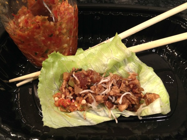 chili-garlic-sauce-with-lettuce-wrap-2