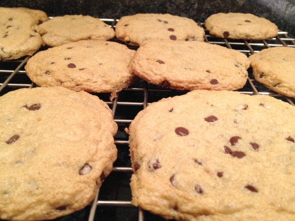 gluten-free-cookies-on-rack