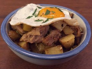 peeking-in-to-carnitas-hash