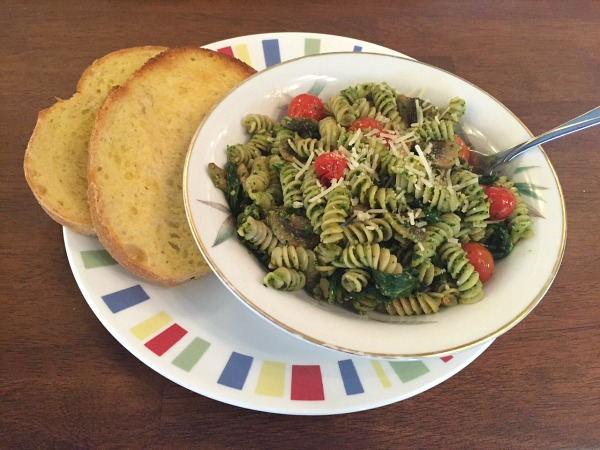 parsley-pesto-pasta-with-toast-2