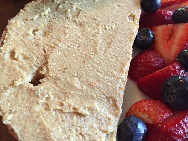 peanut-butter-toast-and-berries