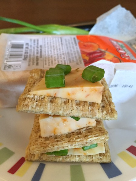 savoritz-crackers-with-cheese