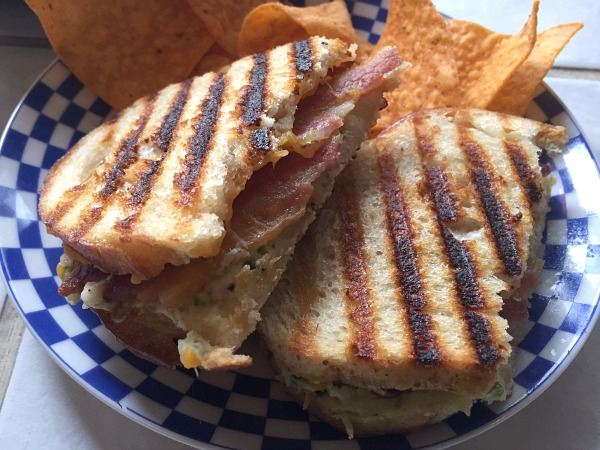grilled-cheese-and-chips