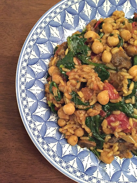 plate of curried chickpeas with spinach