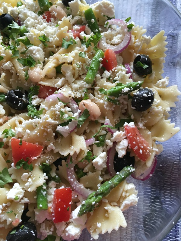 Pasta salad with white beans asparagus mashup mom core tomatoes then cut them into bite sized pieces drain and rinse beans drain olives add cooked pasta asparagus tomatoes beans onion and olives to ccuart Image collections