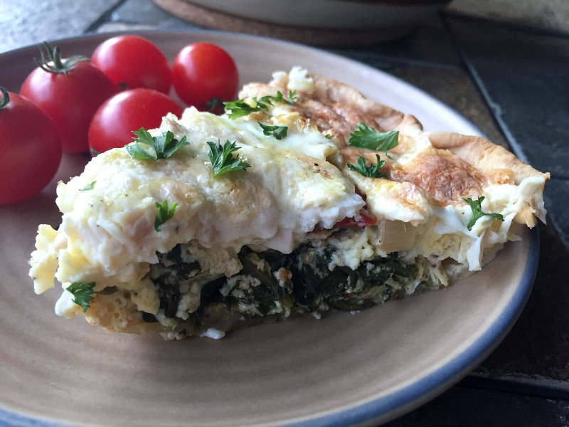 This flavorful Caprese quiche with chicken & spinach tastes like a farewell to summer.