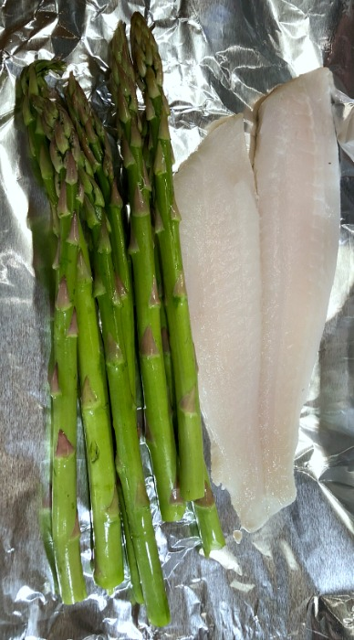 Looking for a 30-minute weeknight fish recipe? These Easy and naturally low carb + gluten free Flounder & Asparagus Packets give you both a protein and a veggie in one simple dish; just bulk up this simple baked fish recipe by adding cooked rice (or riced cauliflower) plus some fruit on the side in order to fill out a complete meal.