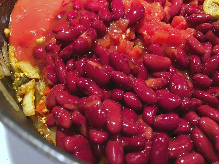 BUSH'S Chili Beans in the pot
