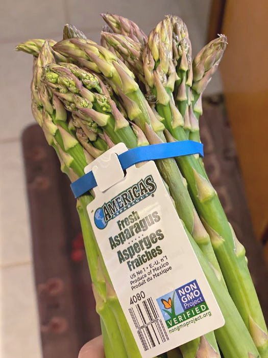 Bunch of asparagus for use in chicken asparagus stir fry