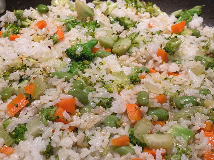 spread out the rice in the pan for fried rice
