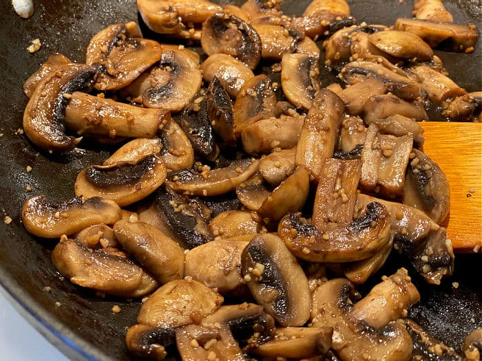 garlic soy mushrooms in the skillet
