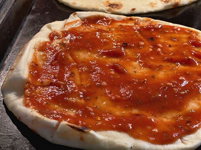 add sauce to the naan pizza