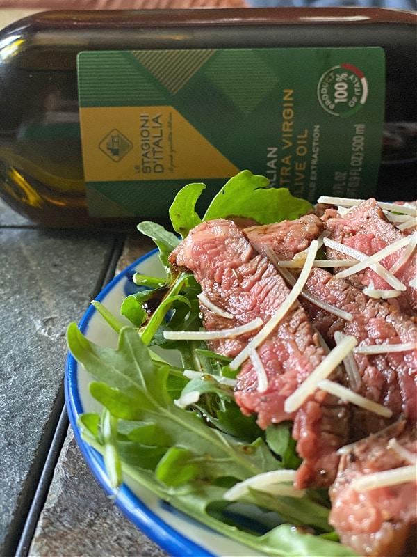 Steak salad with arugula